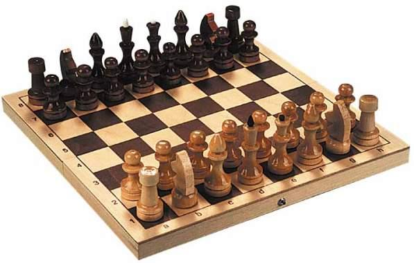 Шахматы - доска и фигуры