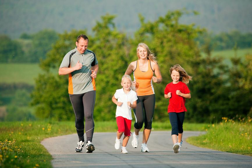 Бег и спортивная ходьба всей семьей